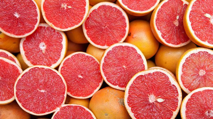 Roter paprika gin grapefruit