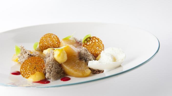 Passion fruit sponge cake, peach – poppy seeds