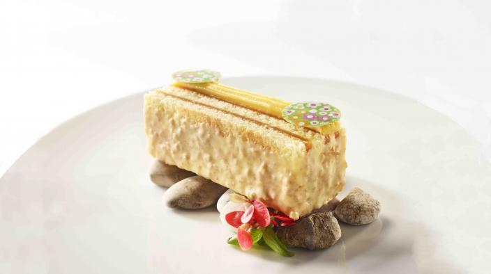 Passion travel cake