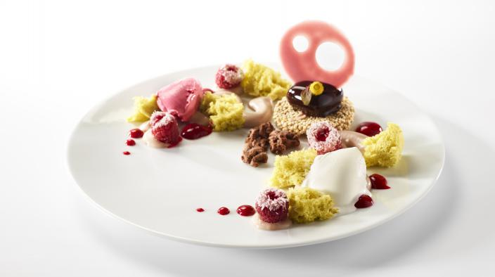 Caribbean wind, coconut and raspberry with pistachio, yogurt and quinoa