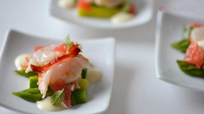 Salade de homard aux asperges vertes et sa mayonnaise à la citronnelle