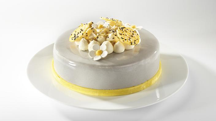 SÉSAME, PASSION FRUIT AND LIME CHEESE MOUSSE