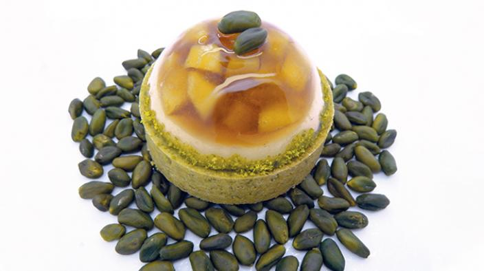 Pistachio and apricot tartlet