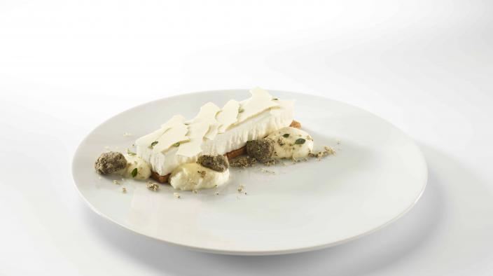 Dessert Kokosnuss, Zitronenthymian und schwarzer Sesam.