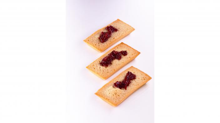 ALMOND FINANCIER WITH STRAWBERRY CONFIT