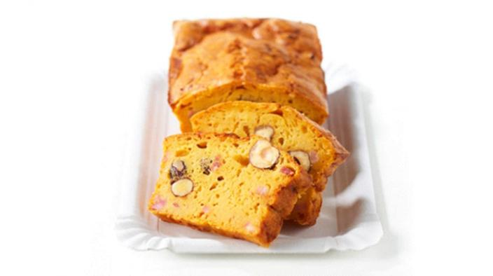 Cake with bacon, hazelnuts and apricot puree